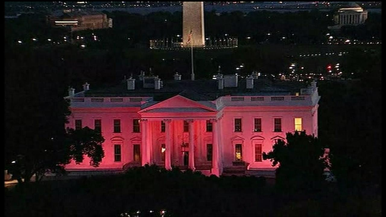 White House lit pink for Breast Cancer Awareness