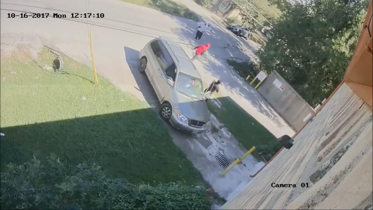 CAUGHT ON CAMERA: Armed suspects overpower women during carjacking