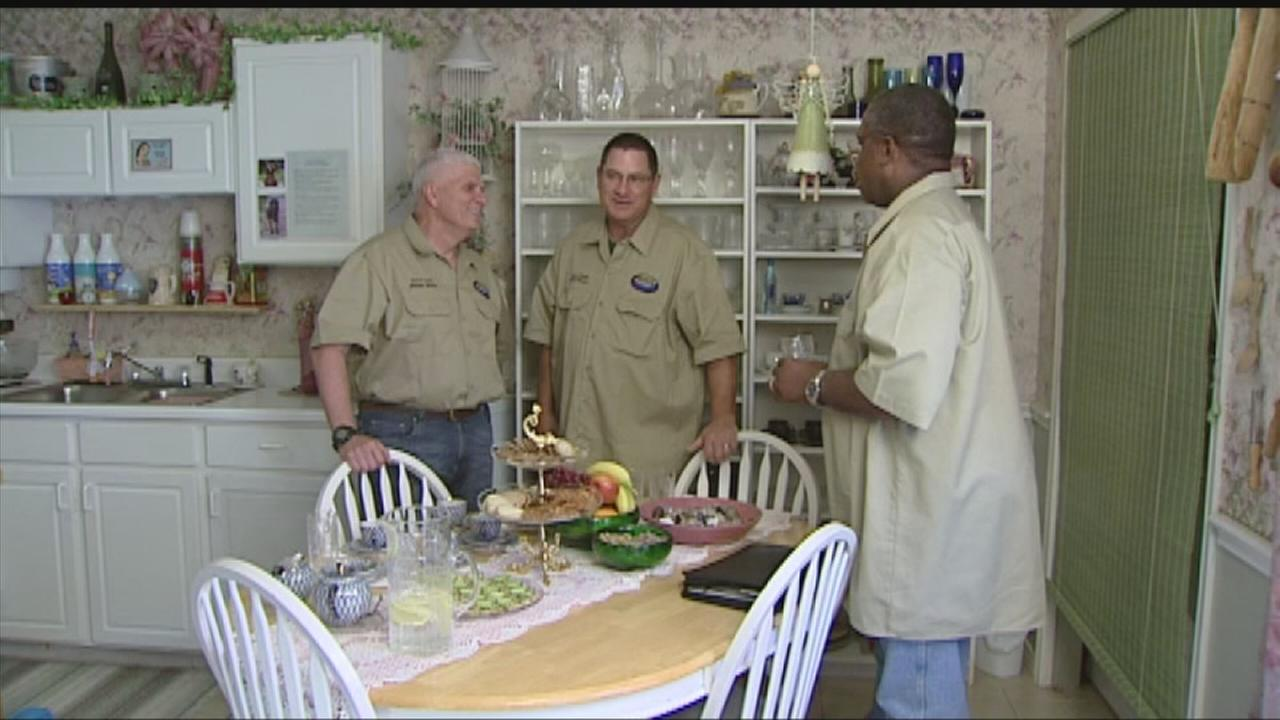 Officers paying off vets mortgage need your help