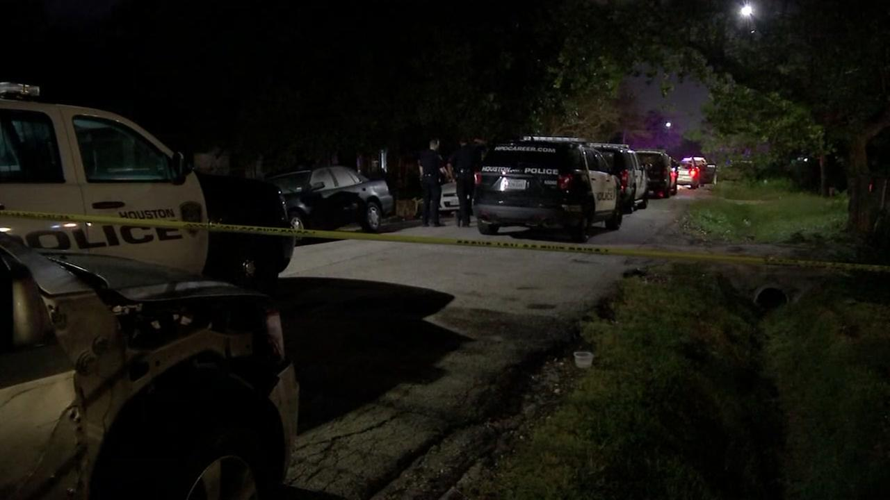 1 woman killed, 2 others injured in shooting on southside of Houston