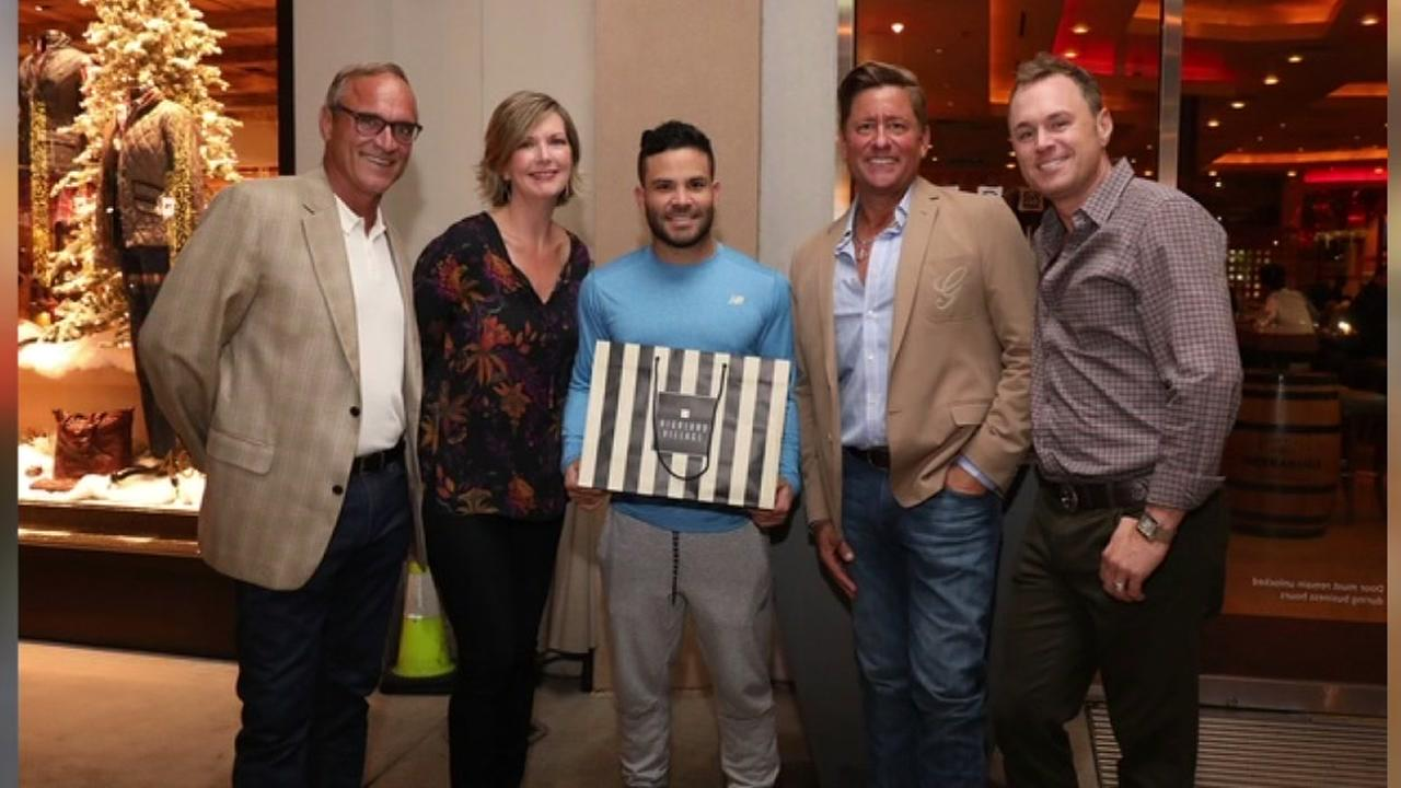 Altuve pops in on event to benefit American Cancer Society