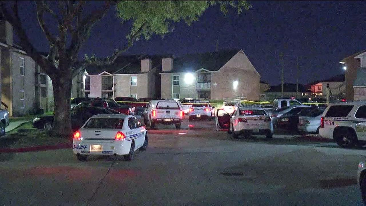 Deadly shooting inside NW Houston apartment complex