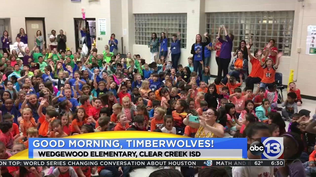 Meteorologist Travis Herzog visits Wedgewood Elementary in Friendswood