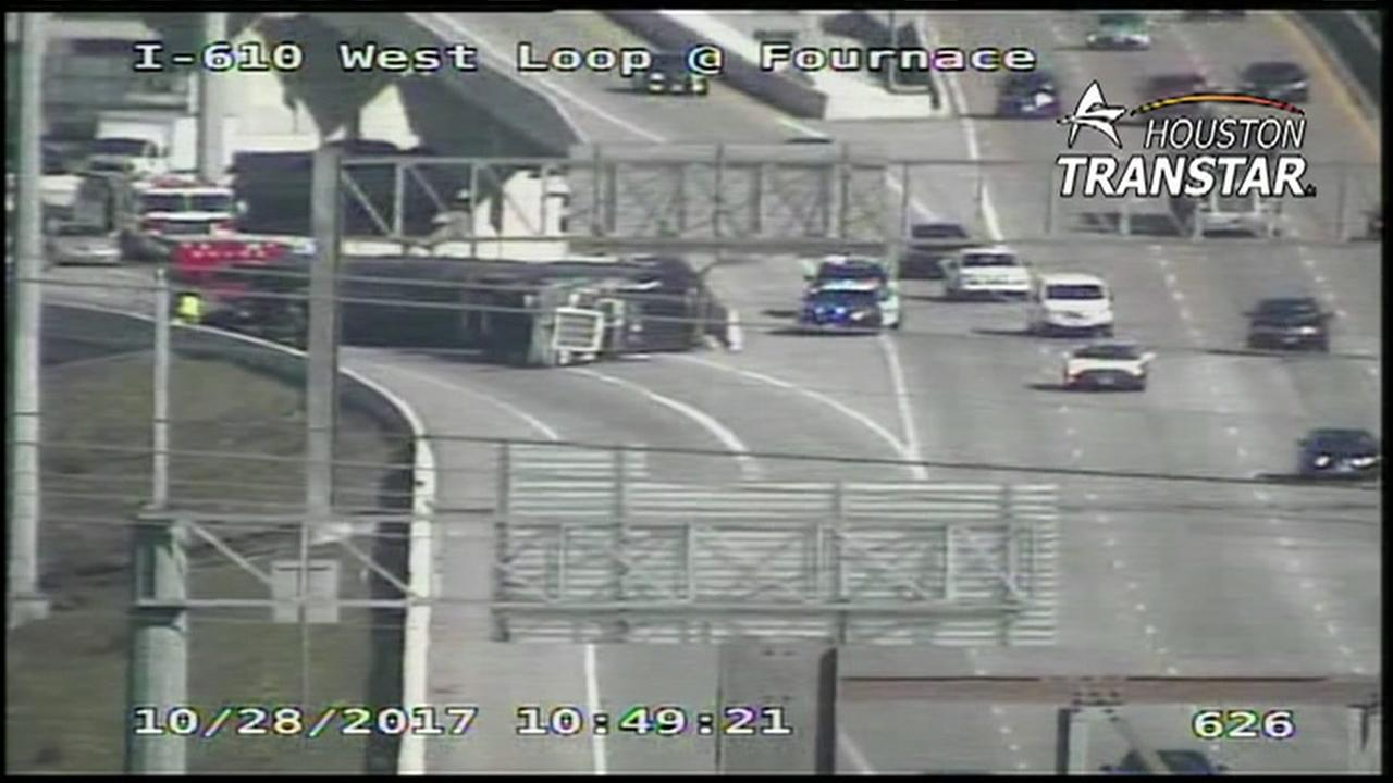 Overturned truck closes SW Fwy northbound at West Loop