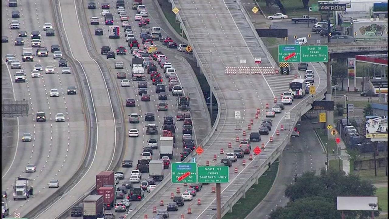 Major construction delays expected on Gulf Freeway