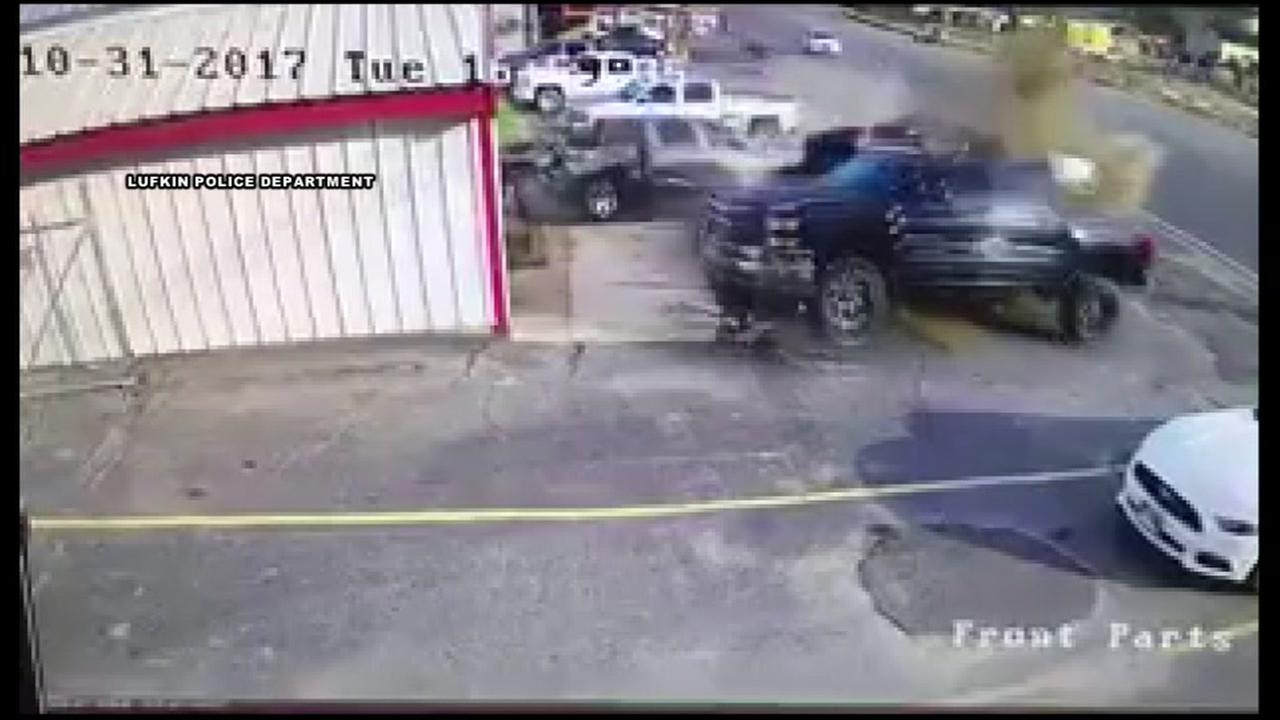 Man trying to getaway from cops slams into vehicles