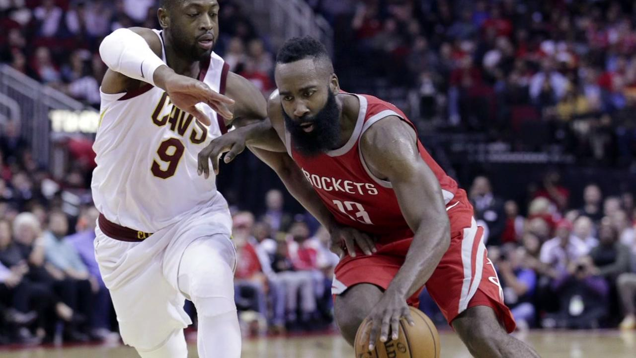 Rockets hold off Cavs 117-113