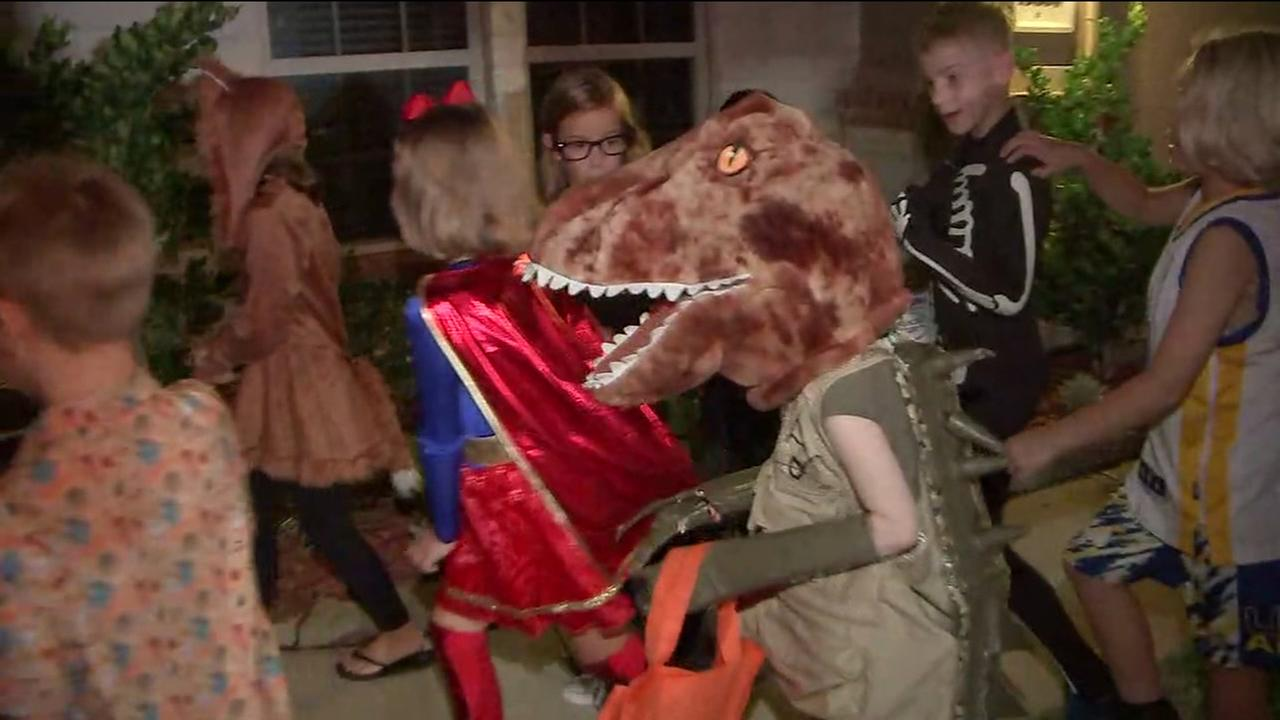 Neighborhood hosts 2nd Halloween for child with cancer