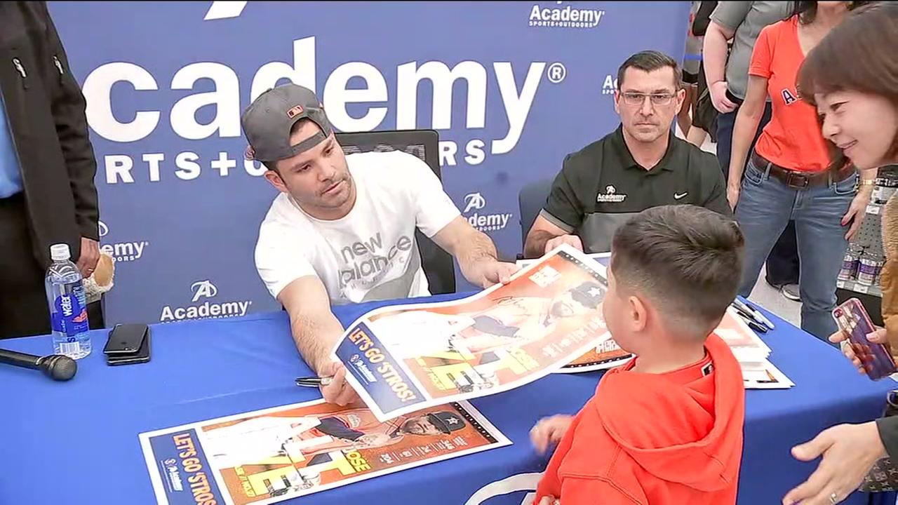 Fans meet Jose Altuve after waiting in line for over 24 hours