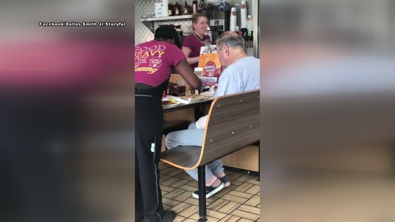 Act of kindness: Diner cook helps feed man with arm injury