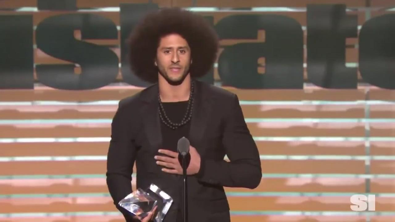 Beyonce presents Colin Kaepernick with SI Award
