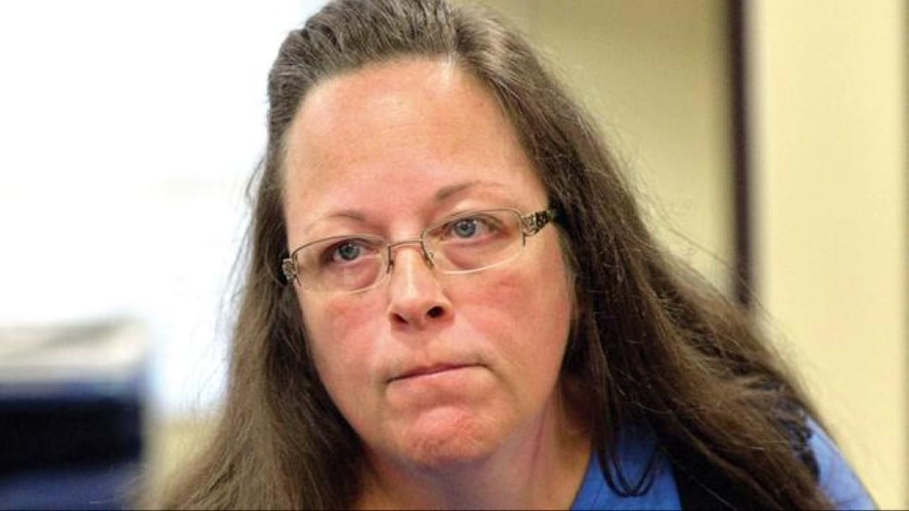 Gay man denied marriage license by Kim Davis now running against her