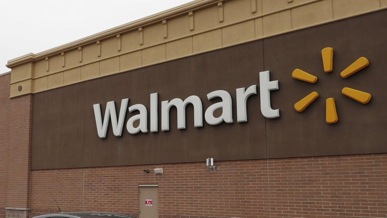 Girl leaves note for Santa at Walmart