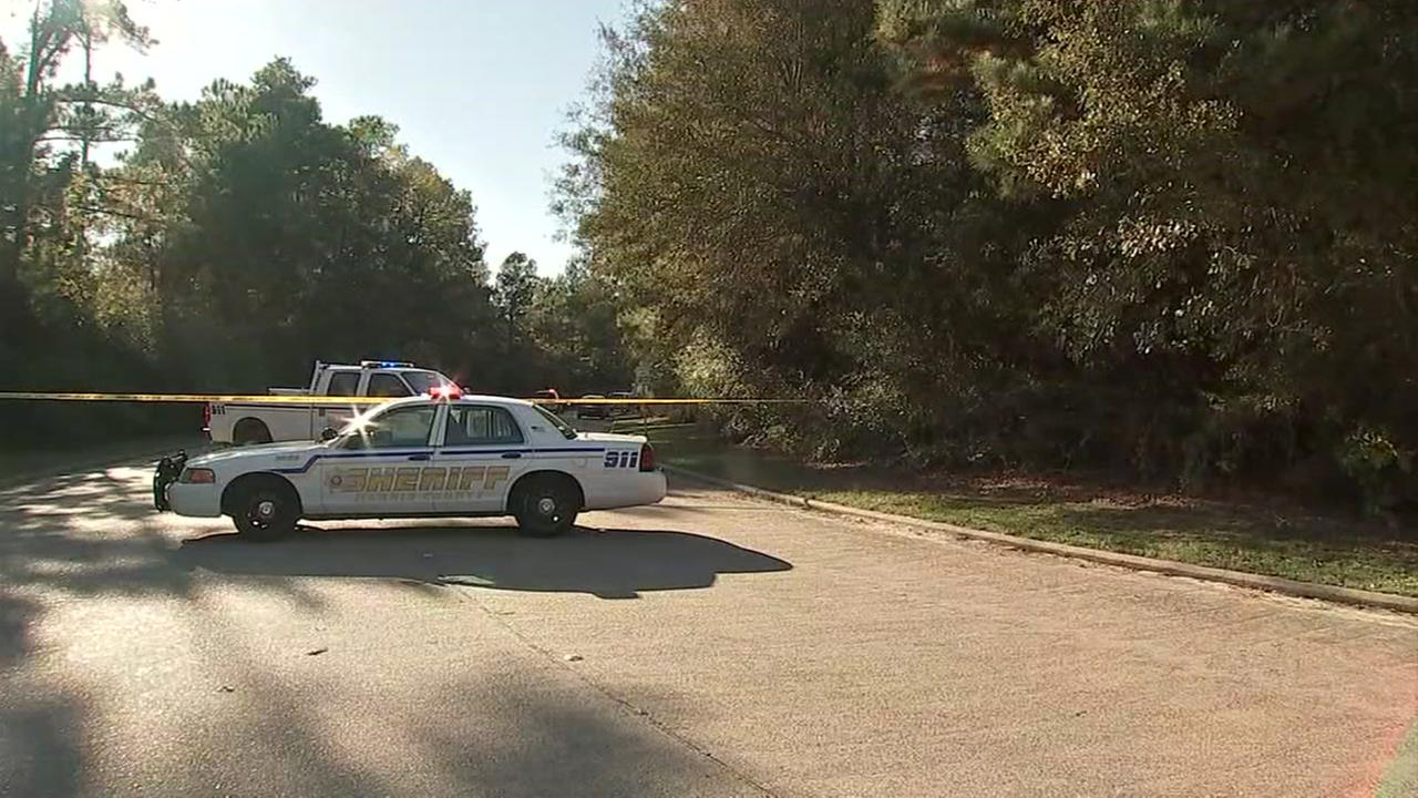 Homicide detectives find body in N. Harris Co. wooded area