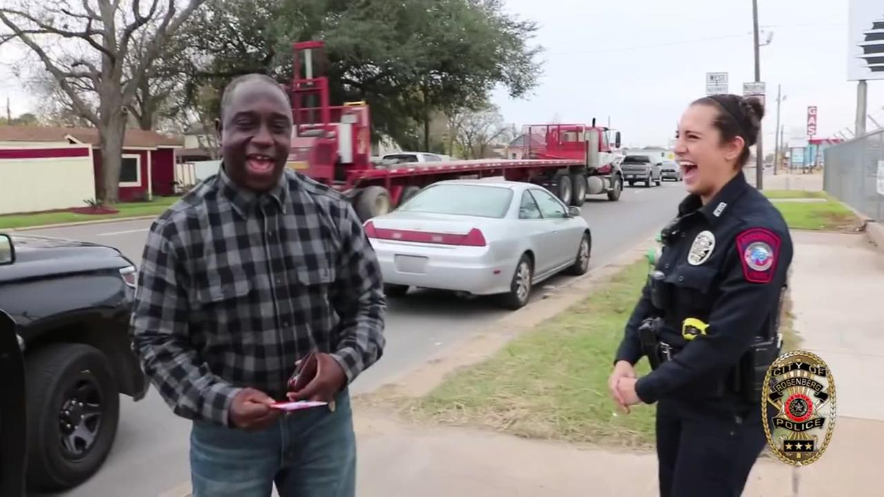 Police hand out gift cards instead of tickets