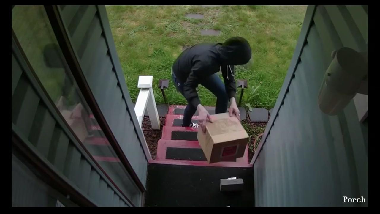 Homeowner scares off porch pirates with shotgun