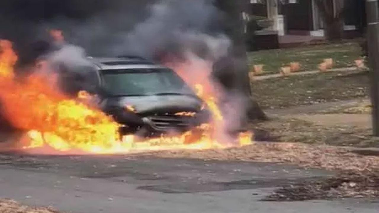 Car leaves fire