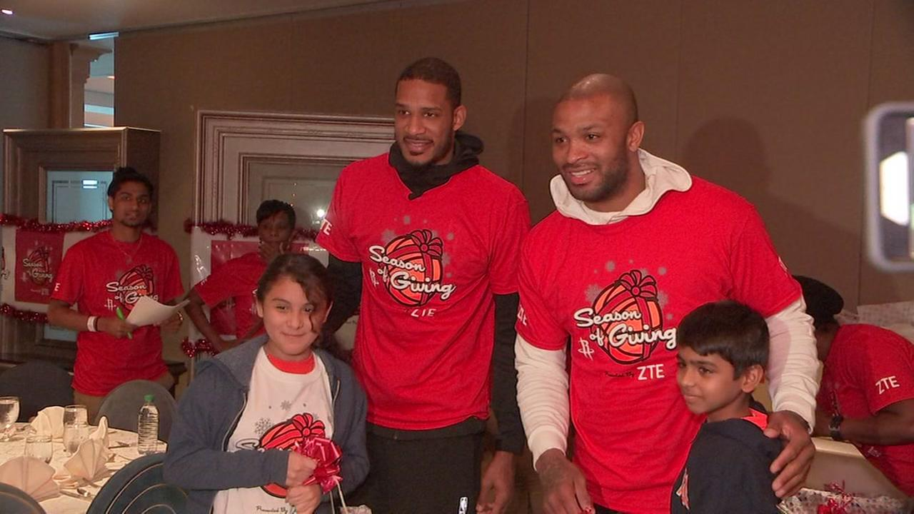 Houston Rockets celebrate win streak by giving back