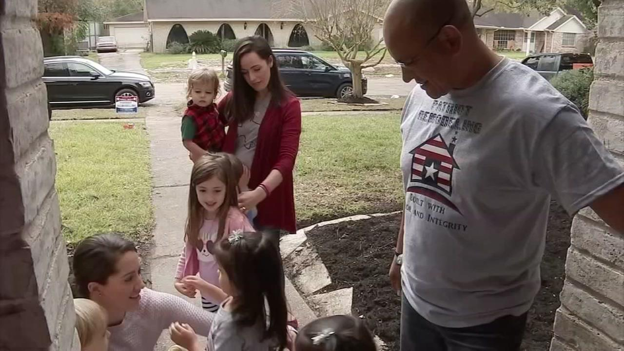 Harvey moms helping community for holiday season