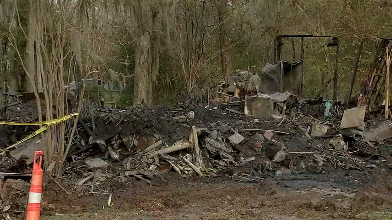 Couple killed in swift-moving fire in Liberty Co.