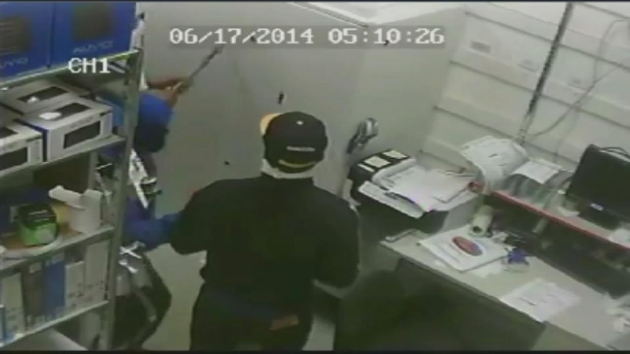 Video shows robbery suspects at Cypress business
