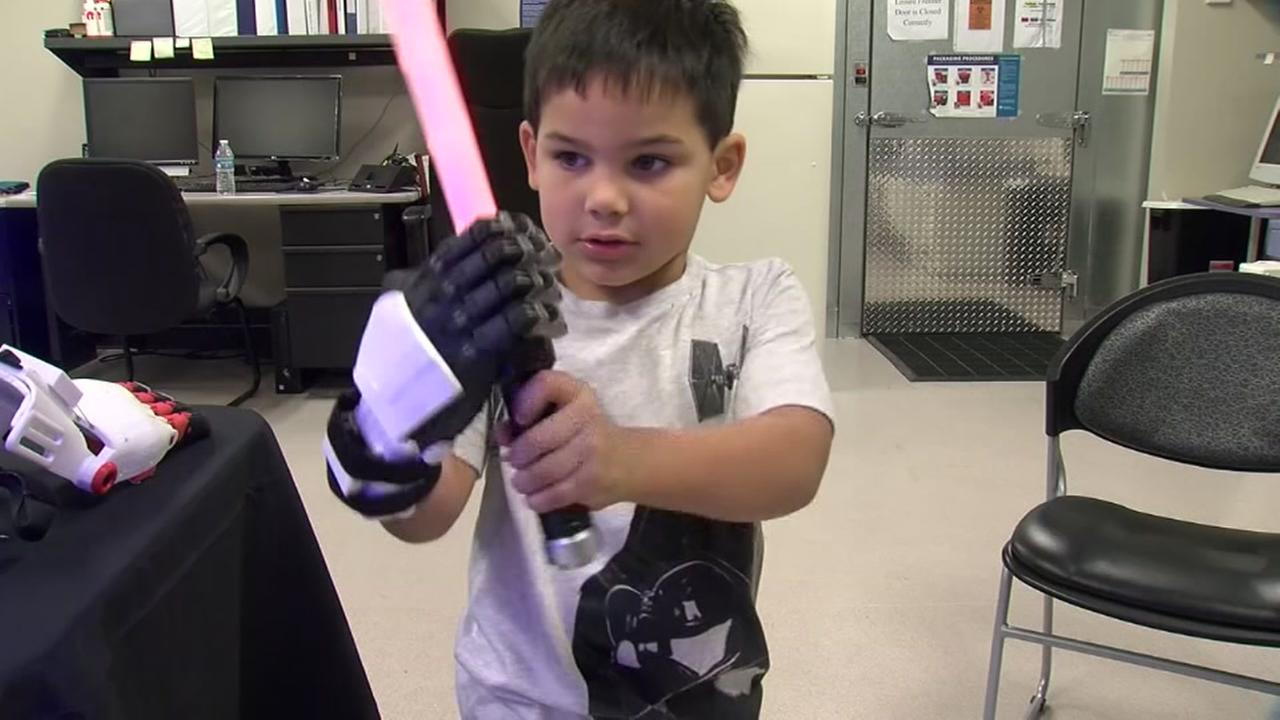 Young Star Wars fan gets prosthetic Stormtrooper hand