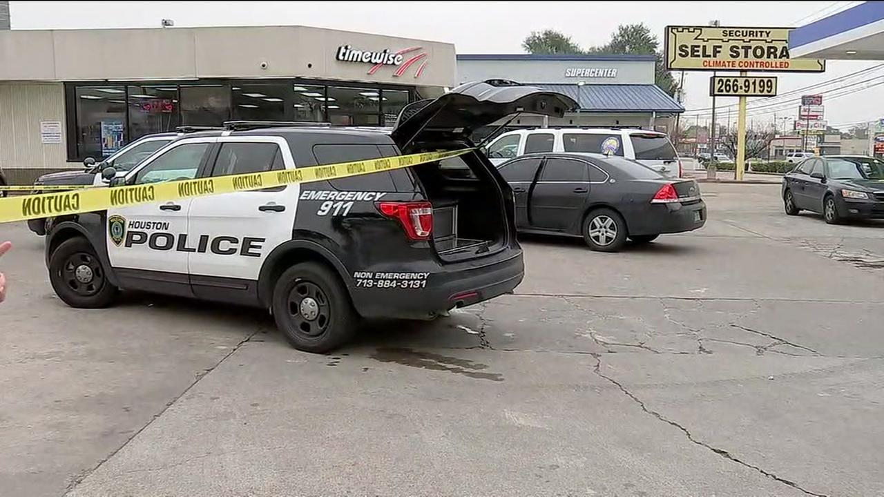 Gunman on the run after shooting on Westheimer
