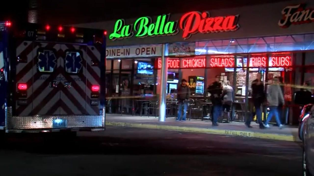 A pizza restaurant employee, a licensed gun holder, shoots and kills suspect robber