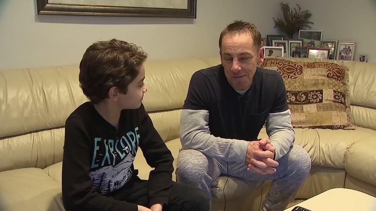 Boy call radio station to try to fiind a kidney for his dad
