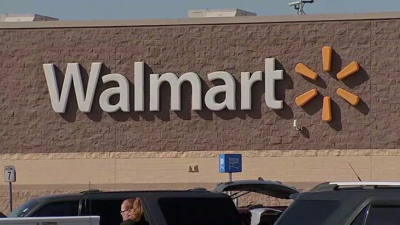 City workers sent to help evict bats at Alvin Walmart