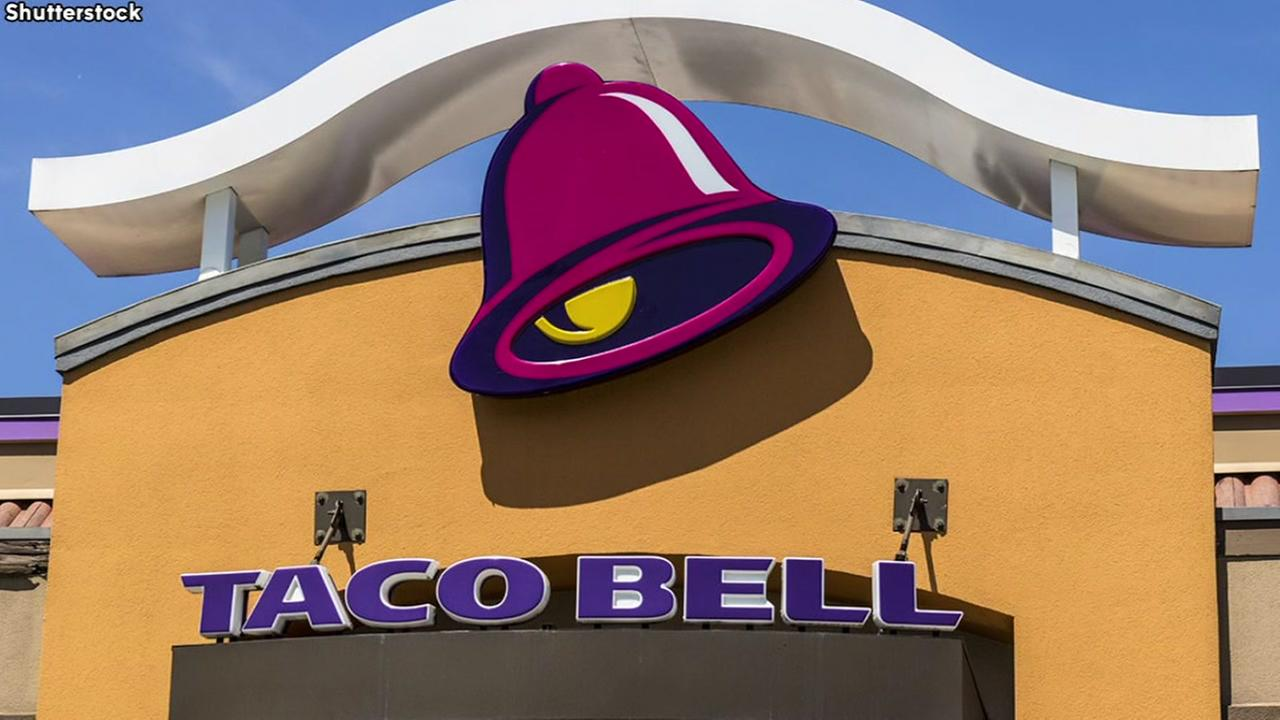 Taco Bell worker throws burrito at boss
