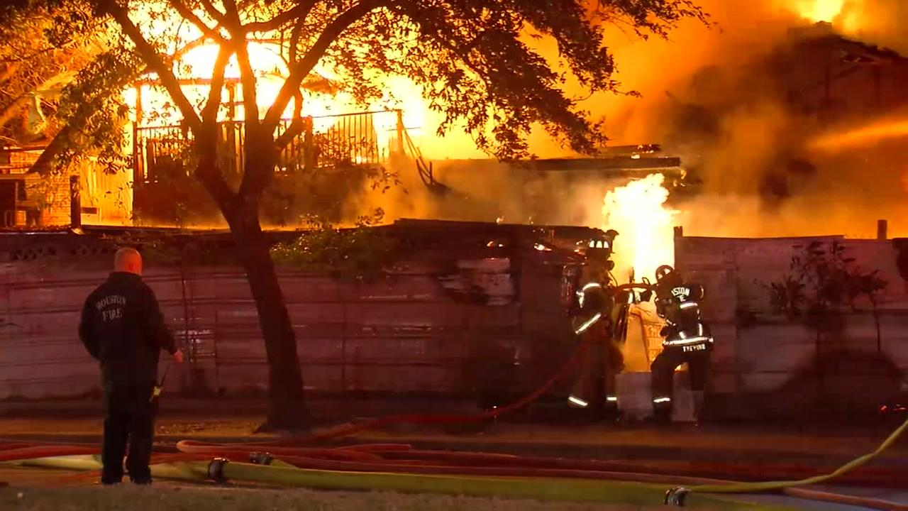 Husband found dead after fire destroys home in north Houston
