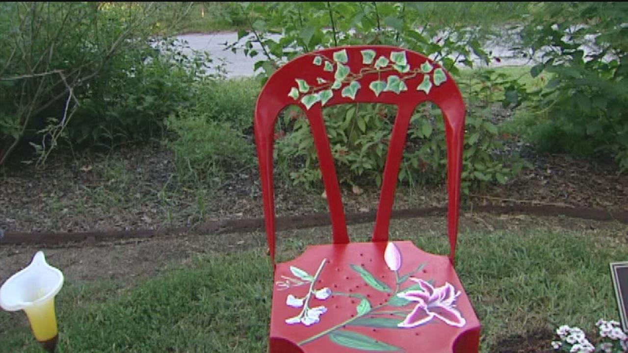 Charlies Chair dedicated at Triangle Park