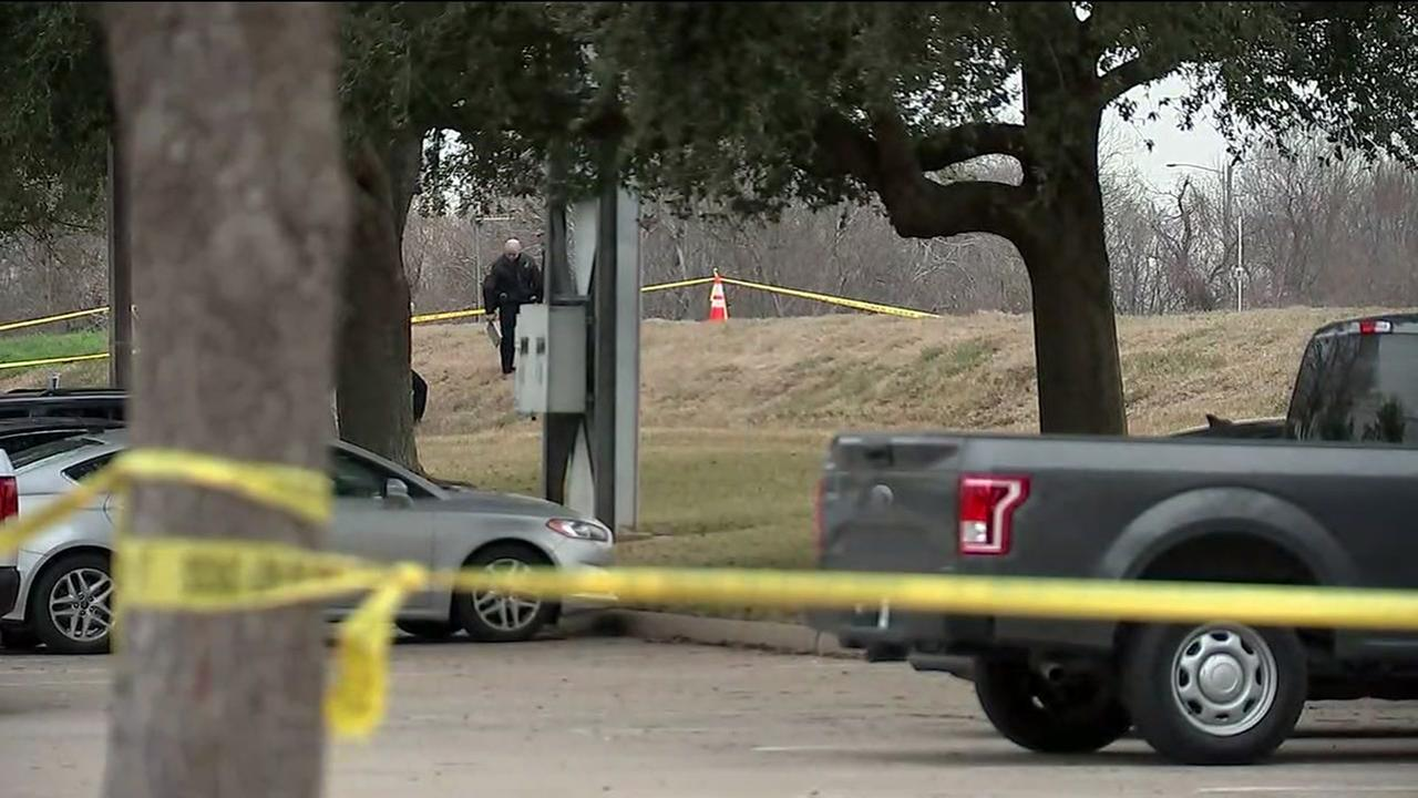 Bystander stumbles upon body of man in Sugar Land