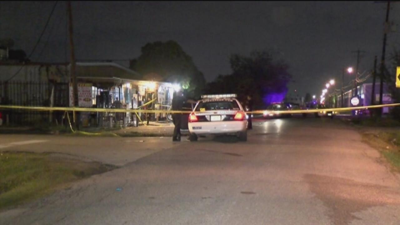 Police: Store clerk fatally shoots robbery suspect