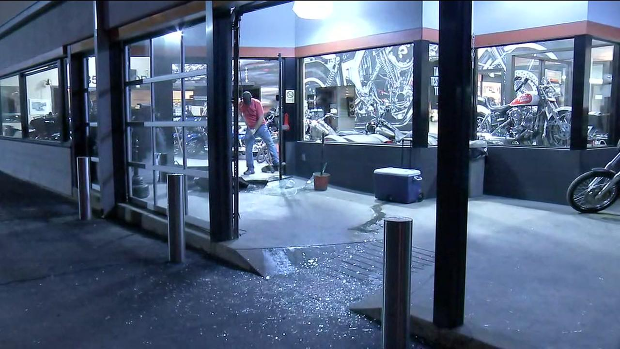 4 arrested after attempted break-in at Harley Davidson shop