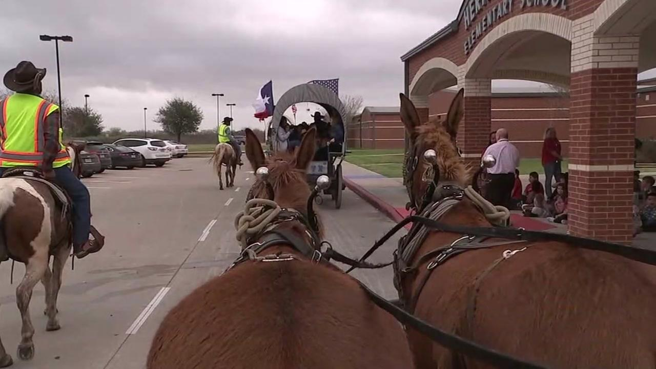 Trail-riders make their way to Fort Bend Co.