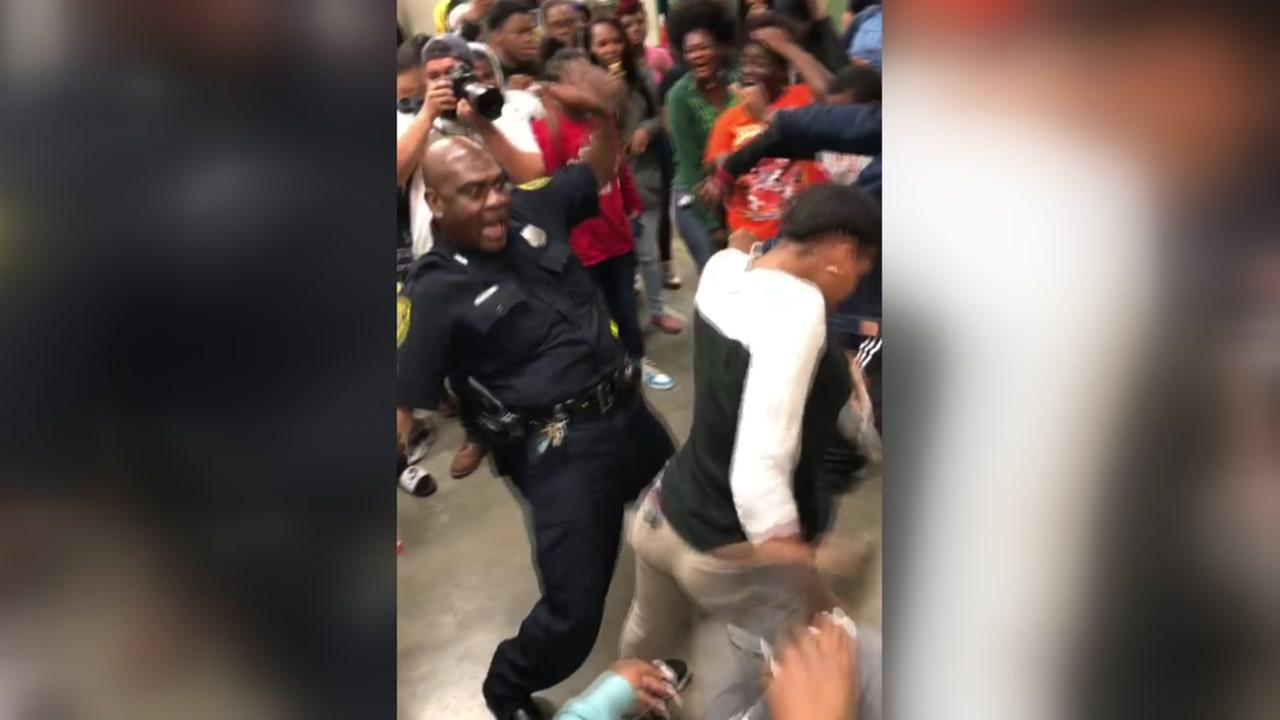 Worthing HS student challenge Houston police to dance off