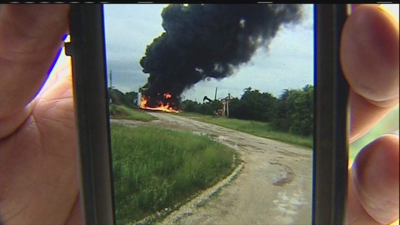 Lightning causes oil tank fire in Baytown