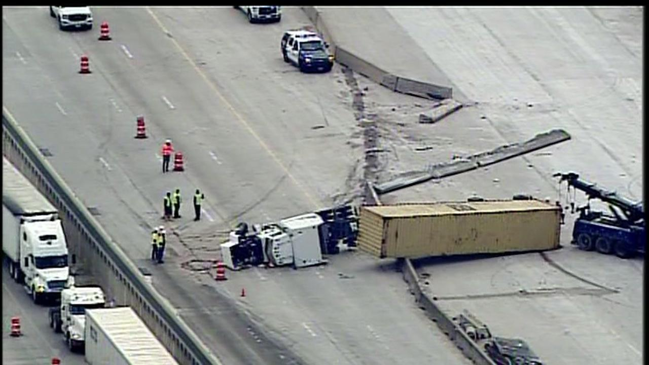 Big rig accident blocks westbound lanes on 290 at Antoine