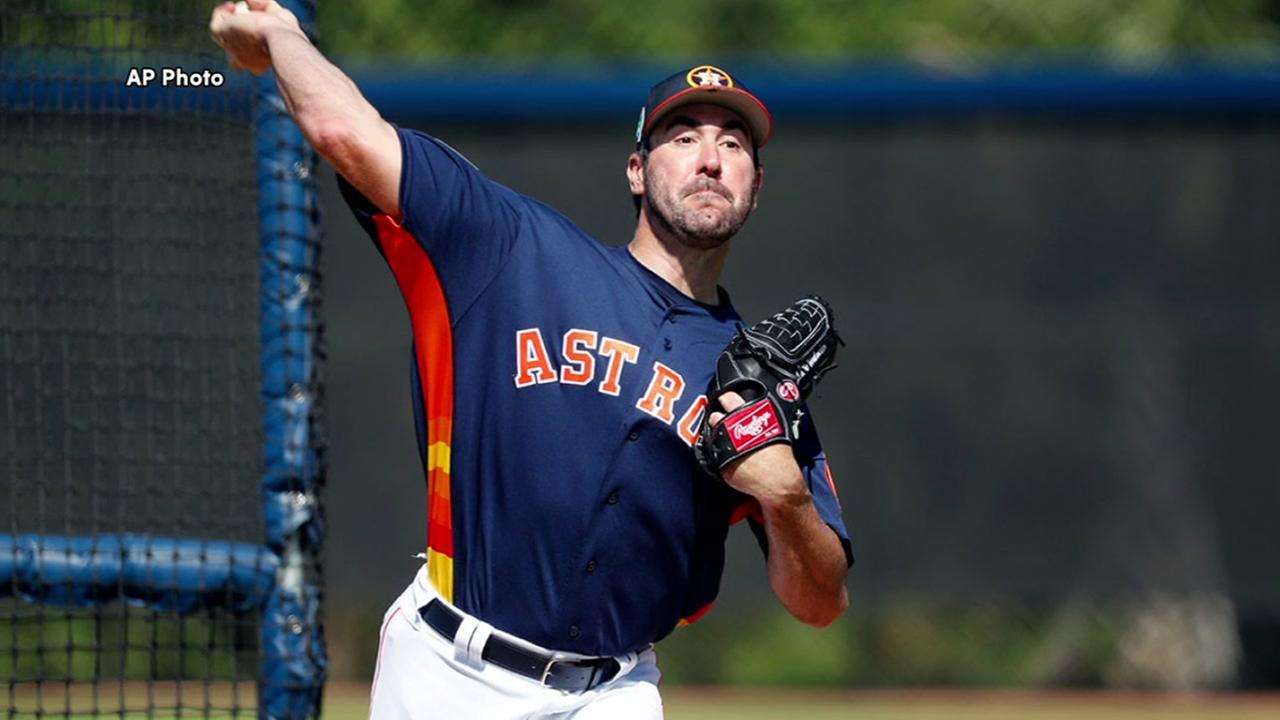 Justin Verlander sees first ever spring training game action as Astro