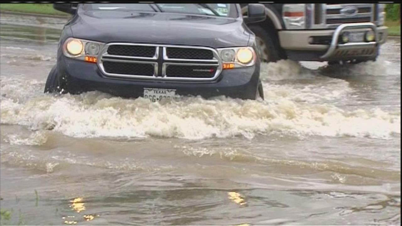 Heavy storms flood Houston-area streets