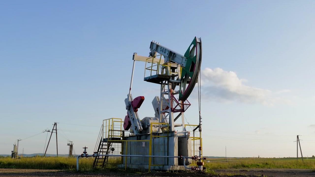 Oil field workers hit lottery jackpot