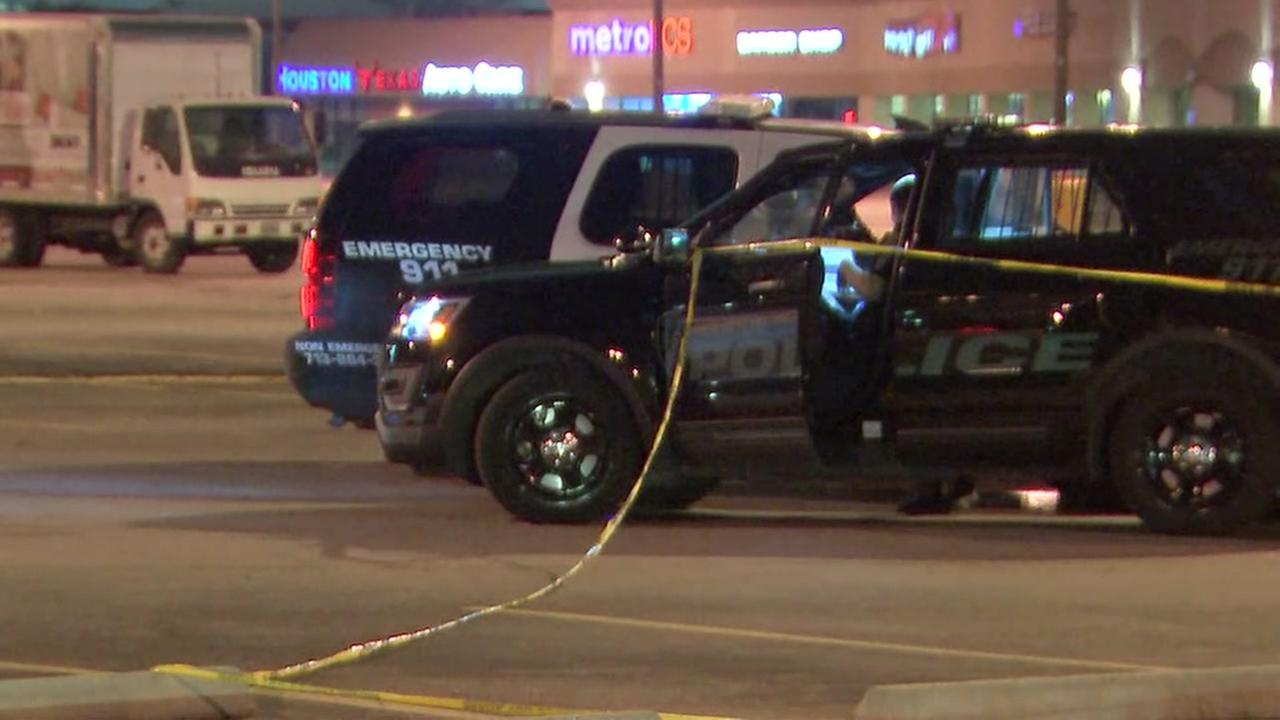 2 men shot in parking lot of Carringtons Sports Bar