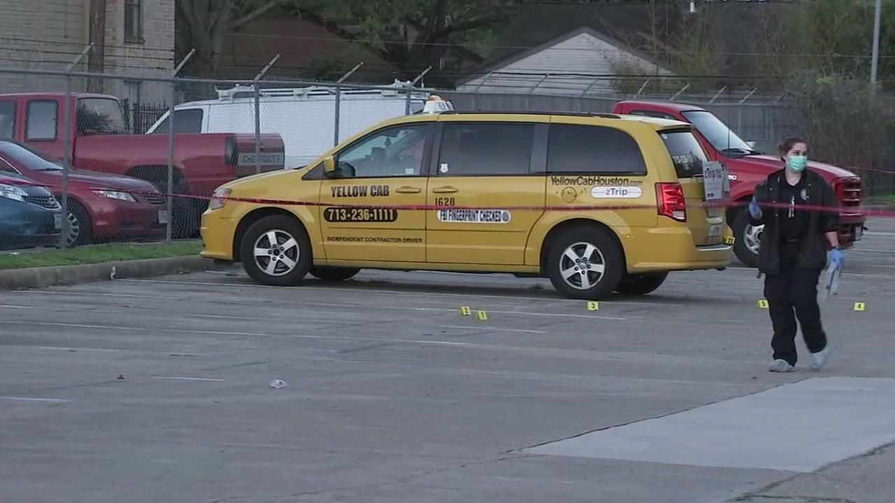 Man found dead near taxi in apartment complex