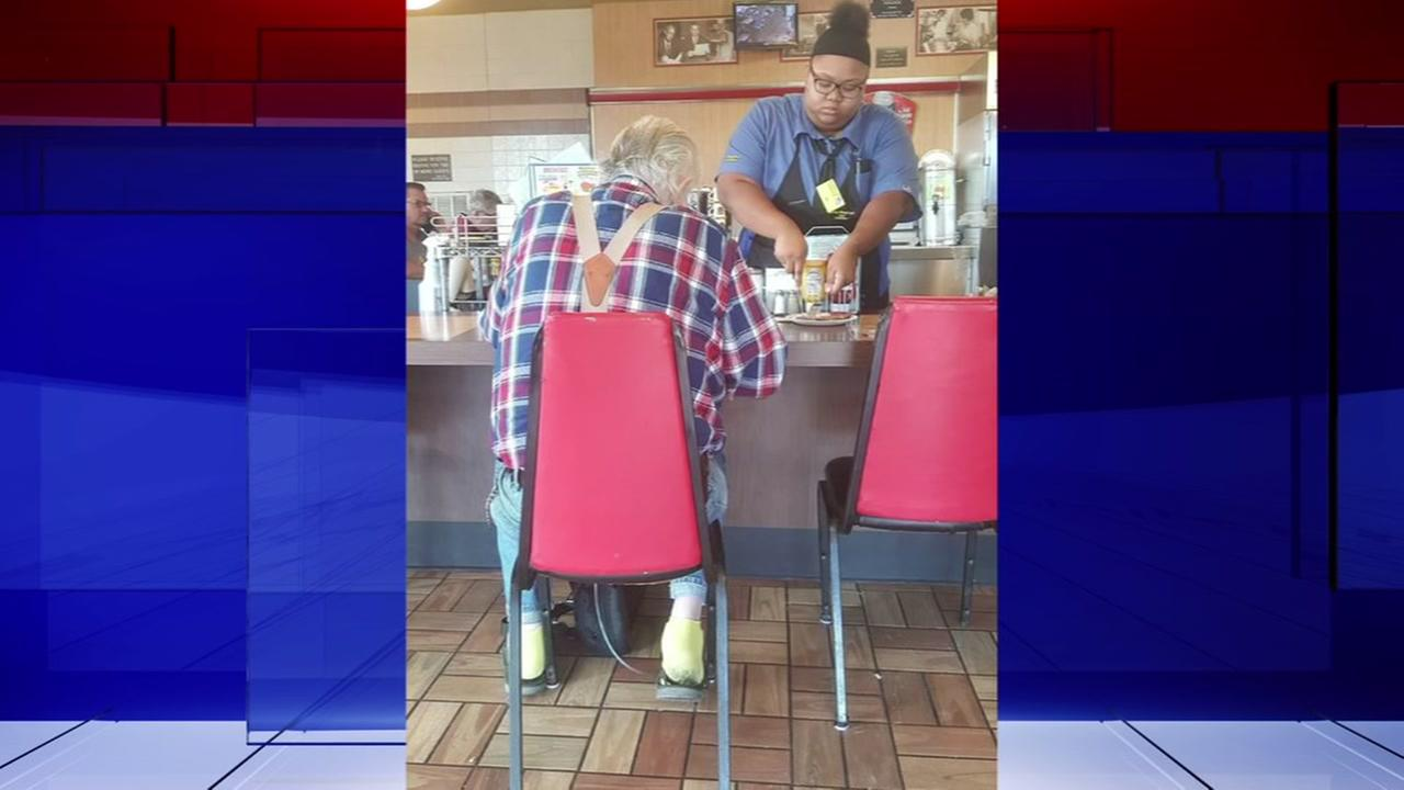 Teen Waffle House worker captured on camera in an act of kindness
