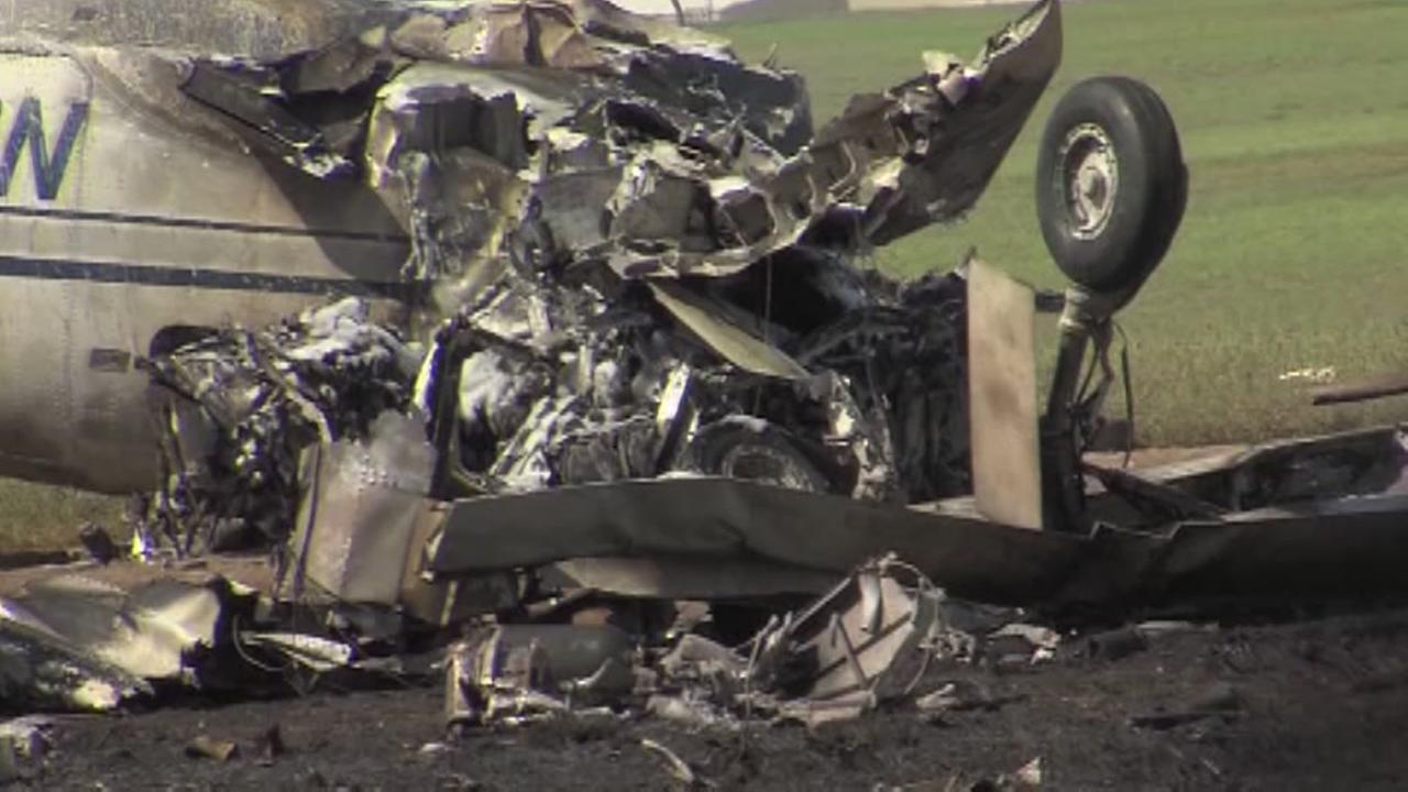 At least 2 dead in small plane crash near Laredo airport