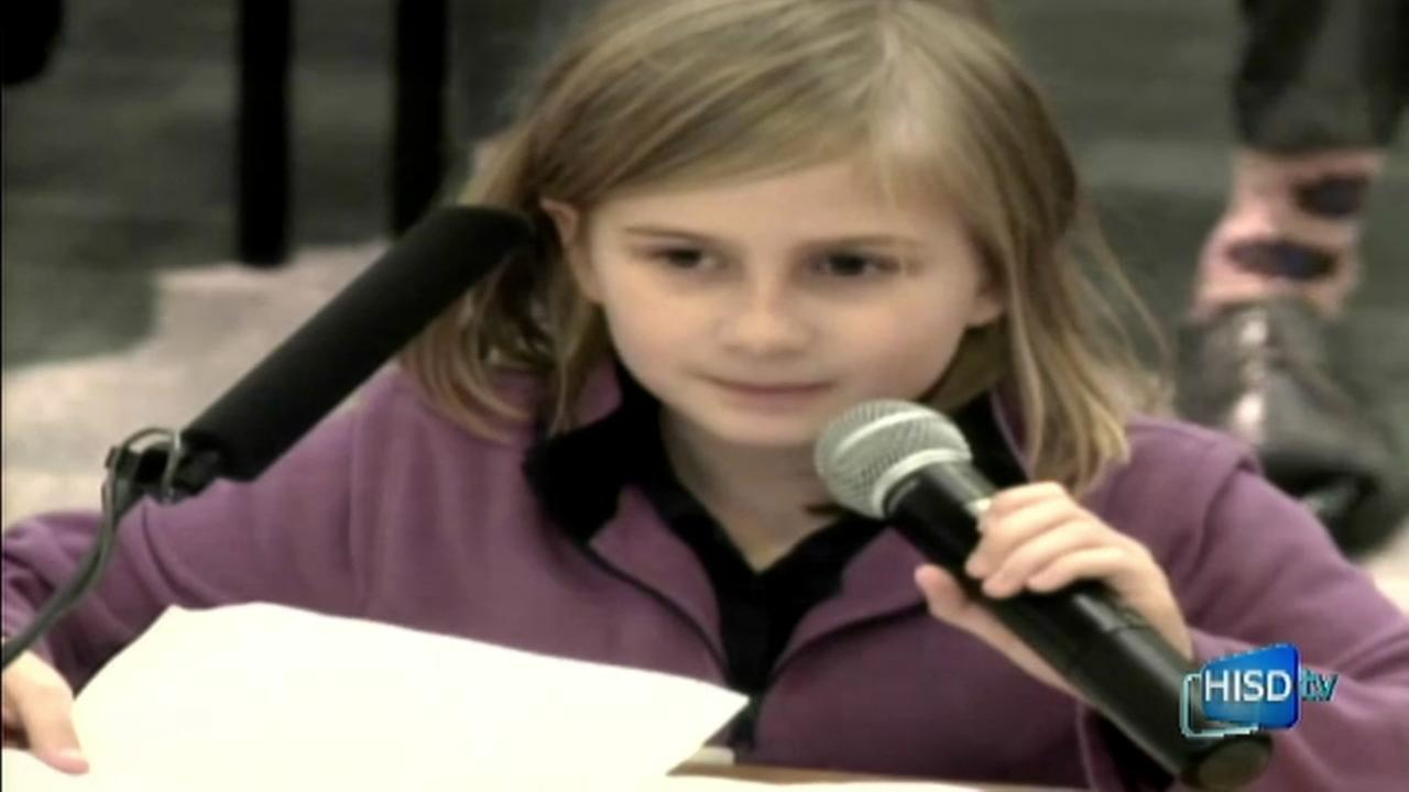 Girl speaking Spanish injects levity at HISD meeting