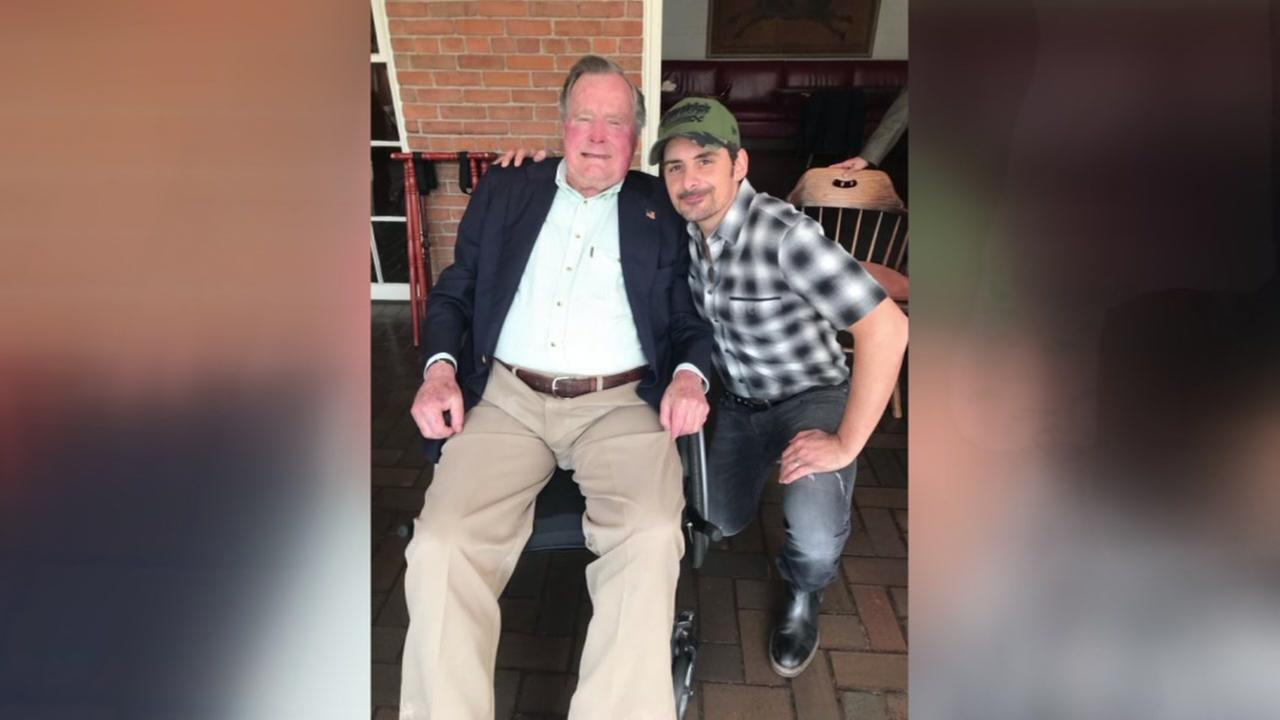 George H.W. Bush and Brad Paisley share lunch together