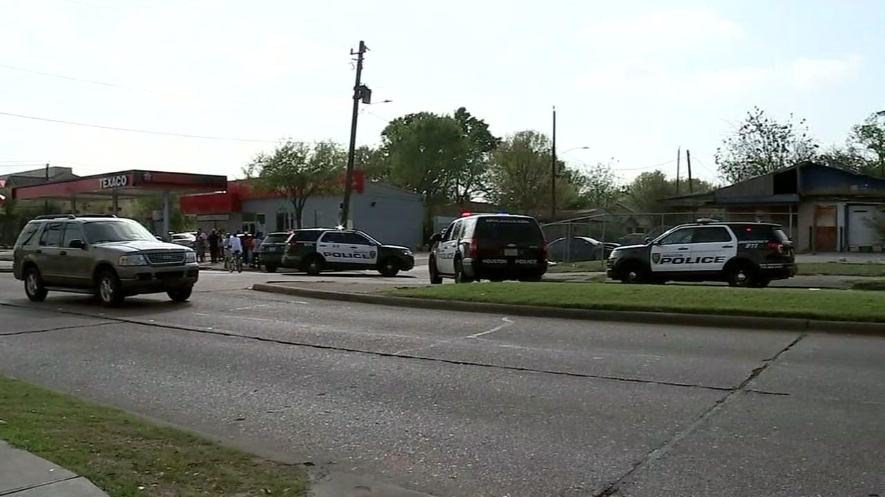 Shots fired at police in SE Houston